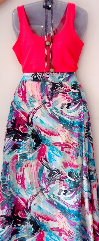 Saia longa em algodão fresquinho de R$ por R$ . Regata (muitas opções em cores) de R$ por R$ .