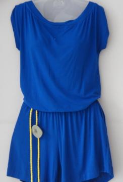 blusa de seda estampadinha de R$ 69,90 por R$ 50,00. Calça em linho de R$ 145,00 por R$ 99,00. Kit de Pulseiras R$ 25,90 por R$ 19,90.