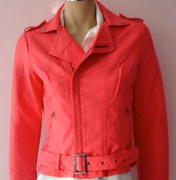 Outra opção em jaqueta color couro ecológico. R$