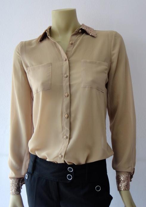 Camisa de crepe de seda com detalhe de micro paete nos punhos e gola de R$ 129,90 por R$ 103,90