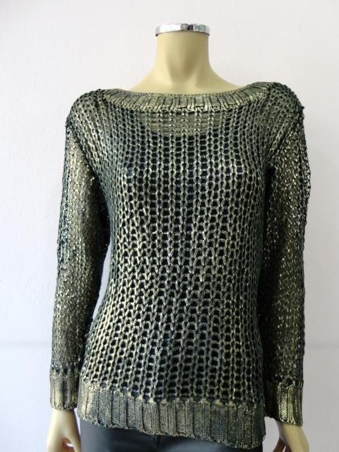 Sweter com fio resinado em dourado R$ 139,90