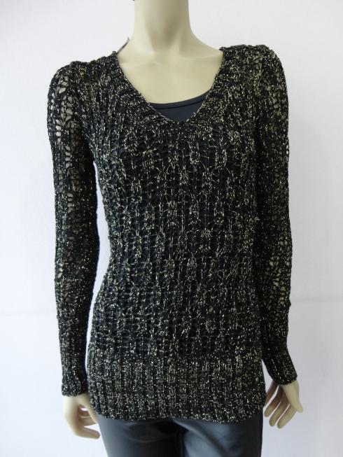 Sweter longo com fio dourado R$139,90
