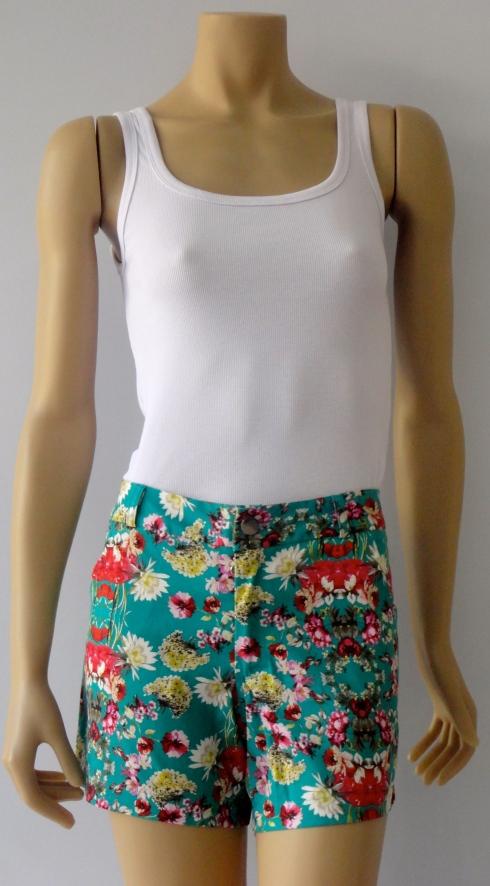 shorts estampado R$ . Use com um blazer liso e mude o visual da roupa .
