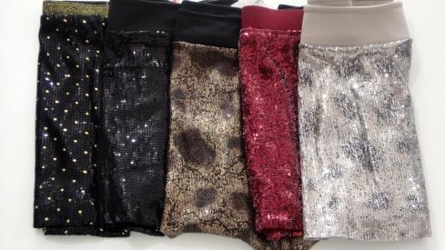 Meninas brilhando muito nas saias de paete. É só escolher a cor !!!