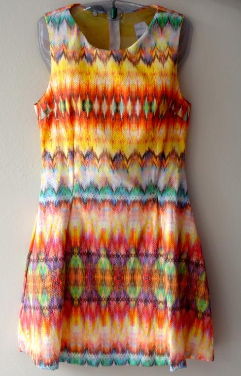 Vestido evase estampado, cores da estação R$