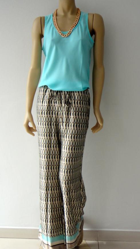 Calça pantalona em seda da marca Talento, detalhe na barra ...e regata de seda básica e pronto: voce linda !!!