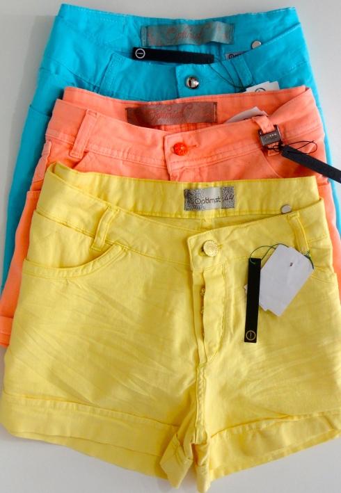Shorts coloridos com cintura alta