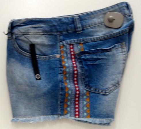 shorts com detalhe étnico na lateral R$