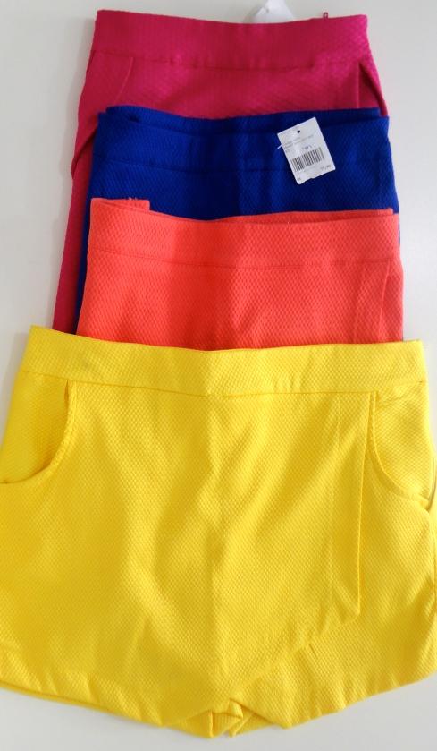 Shorts assimétricos em vários tecidos e cores. A partir de R$